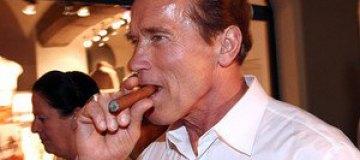 Шварценеггера дважды оштрафовали за курение
