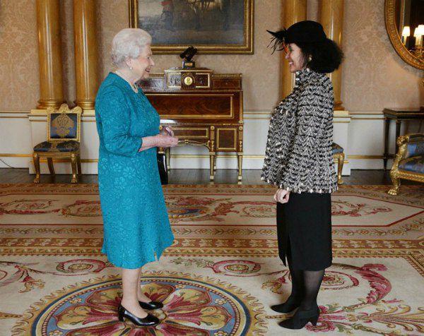 Вручение верительных грамот королеве послом Франции