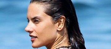 Алессандра Амбросио занялась пэддл-серфингом