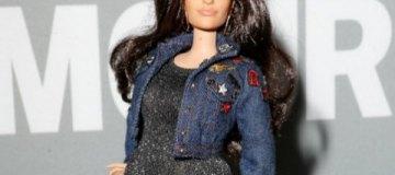 Вслед за моделями plus-size кукла Барби приобрела пышные формы