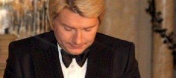 Басков прячет синяки от пластической операции