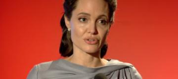 Похудевшая Анджелина Джоли выступила на политическом телешоу