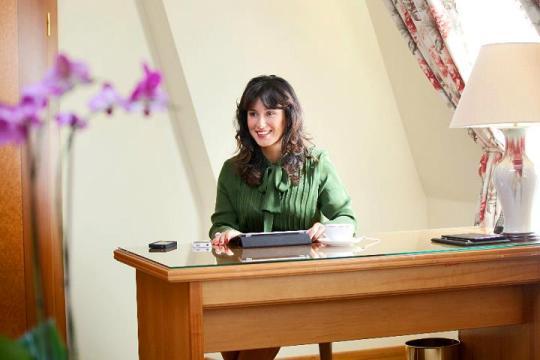Тина: Вот стол, за которым писал Тиль