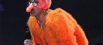 Майли Сайрус вышла на сцену с пенисом на носу
