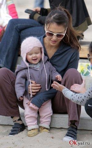 Джессика с первой дочерью Онор