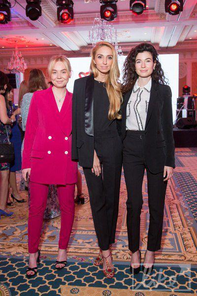 Дочка Евгения Червоненко Александра (справа) в компании подруг