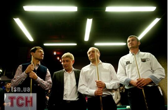 . Александр Зац и Виктор Янукович приняли участие в благотворительном турнире по бильярду