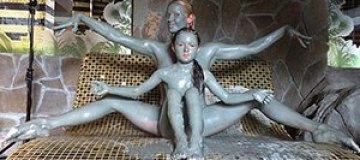 Волочкова вместе с дочкой позировала обнаженной в бане