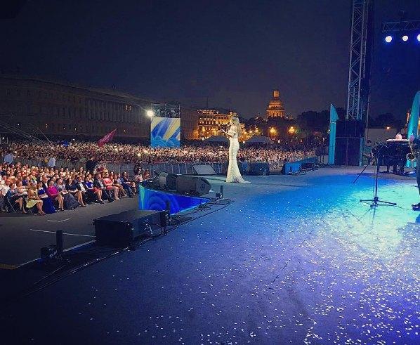 Выступление Ани Лорак на концерте в честь ВМФ России
