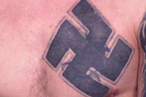 В шведском фастфуде ребенку подарили татуировку со свастикой