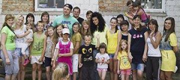 Потап и Настя Каменских посетили деток из зоны АТО