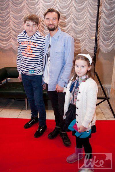 Клипмейкер Алан Бадоев с детьми