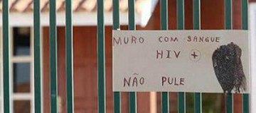 В Бразилии женщина соорудила забор из ВИЧ-инфицированных шприцов