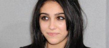 16-летняя дочь Мадонны будет сама платить за обучение