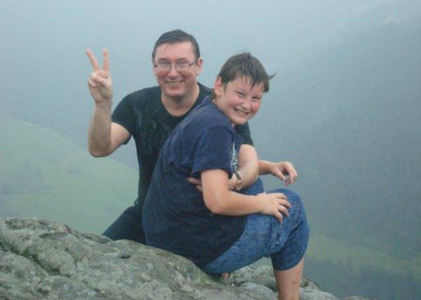 Юрий Луценко с младшим сыном Виталием, который, как и отец, увлекается историей