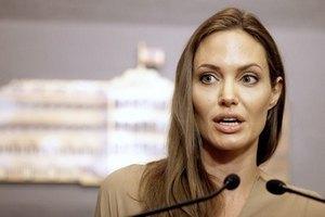 Анджелину Джоли не пустили в Судан