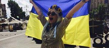Маша Гойя покрасила волосы в цвет флага Украины