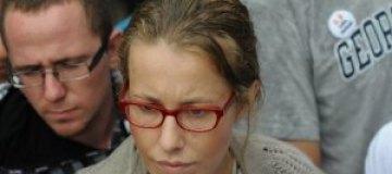 Собчак протестует без макияжа