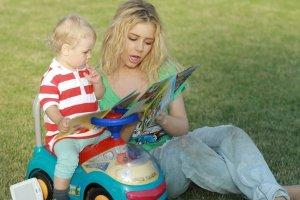 Тина Кароль отвела сына в детский сад