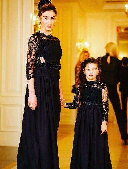 Анастасия Приходько впервые за долгое время вывела в свет дочь Нану