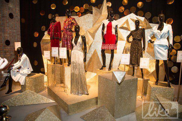 А сегодня их золотая коллекция открывает Неделю моды
