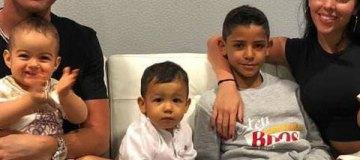 Роналду оттачивает младшему сыну удар с правой
