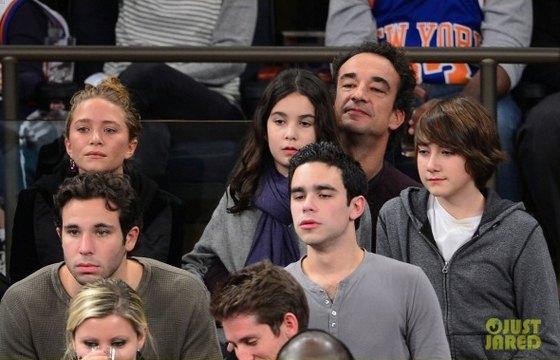 Мэри-кейт Олсен с Оливье Саркози и детьми брата президента от первого брака