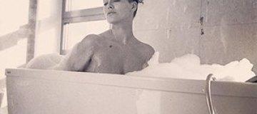 Даша Астафьева показала пикантное фото в ванной