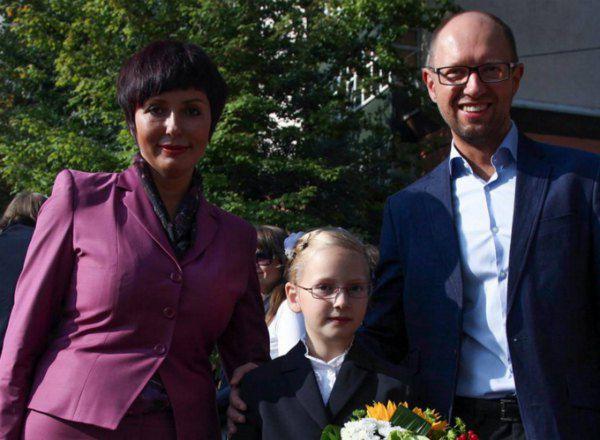 А всего два года жена тогдашнего оппозиционера Яценюка выглядела вот так