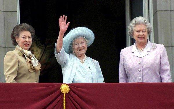 Принцесса Маргарет, королева-мать, королева Елизавета II в 2010 году. Мать сегодняшней юбилярки, королева Елизавета, была долгожительницей и умерла на 102-м году жизни