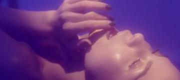 Настя Каменских в новом клипе полностью обнажилась