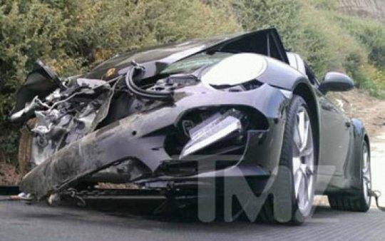 Послк аварии машина актрисы выглядит так