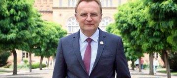 Мэр Львова спас обреченного на забой коня и поселил его в городском парке