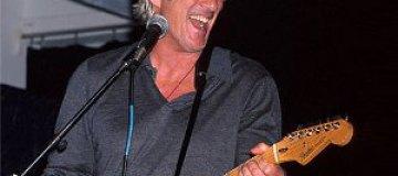 Ричард Гир продал коллекцию раритетных гитар за $1 млн