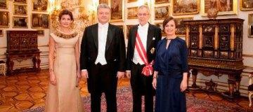 Венский бал: Порошенко во фраке, первая леди - в золотистом платье