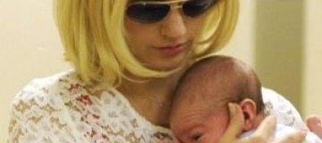 Дженьюари Джонс показала новорожденного сына
