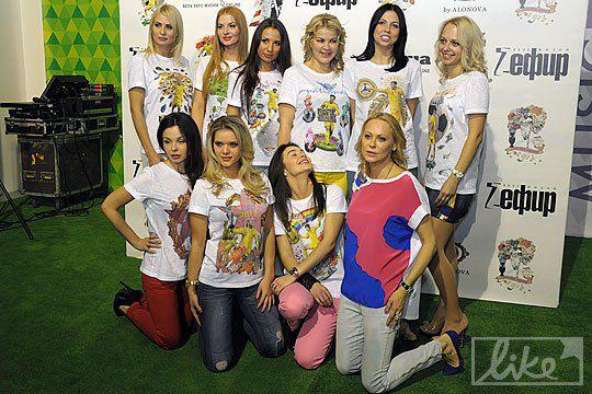 Жены футболистов позировали фотографа