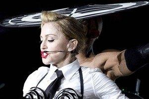 Парижские фанаты освистали Мадонну и прогнали ее со сцены
