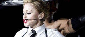 """Мадонна назвала недовольных фанатов в Париже """"головорезами"""""""