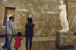 Бейонсе и Джей Зи показали дочурке Лувр