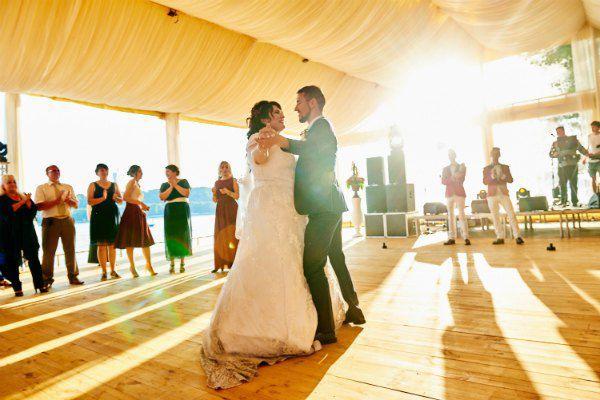 На свадьбе Виктор танцевал со своей невестой