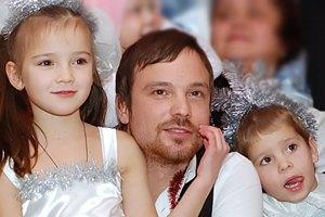 Алексей Чадов подумывает усыновить украинского ребенка