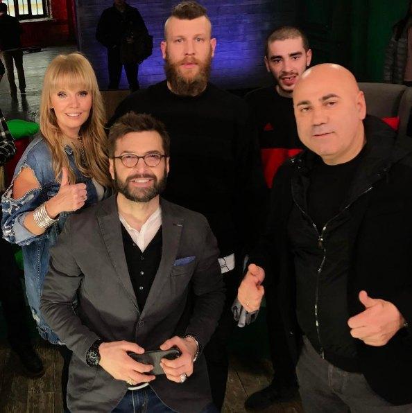 Иван Дорн (в центре) с Валерий и Пригожиным на МТВ Россия