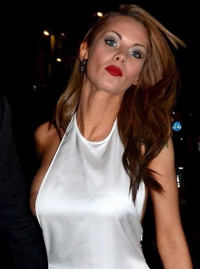 Джессика Джейн Клемент обнажила грудь на вечеринке