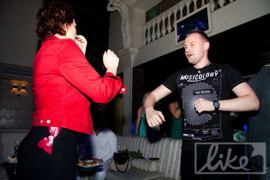 Павел Табаков и режиссер Оксана Тараненко пустились в пляс