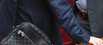 """Нардеп фракции Порошенко щеголяет в Раде с """"Луи Виттоном"""" почти за $2 тыс."""