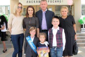 Подкопаева отвела сына в первый класс