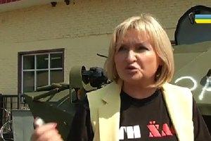 Жена Луценко отдала годовую зарплату на БТР, а сын принес присягу