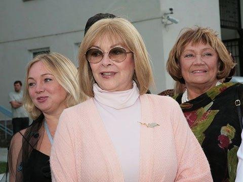 Недавно 70-летняя актриса призналась, что ей не на что жить
