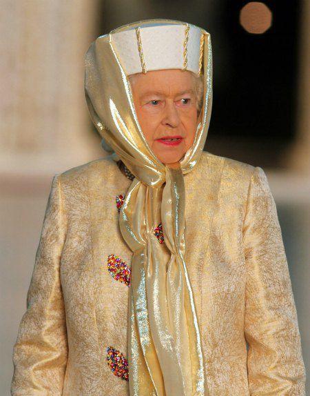 Королева во время визита в ОАЭ